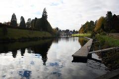 Paysage de côté de rivière de Loch Ness images libres de droits
