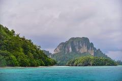 Paysage de côte de baie de l'eau d'espace libre de plage d'île de mer Image libre de droits