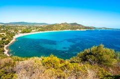 Paysage de côte de la Sardaigne - le Villasimius photographie stock