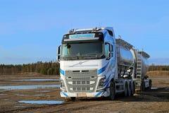 Paysage de camion-citerne aspirateur de Volvo FH16 Images libres de droits