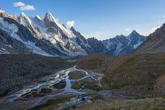 Paysage de camp de Khuspang avant coucher du soleil, K2 voyage, Pakistan photo stock