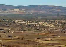 Paysage de campagne de Provancal au temps de coucher du soleil en hiver, Vaucluse, Provence, France du sud photo stock