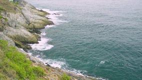 Paysage de cap de Phrom Thep en mer d'andaman clips vidéos