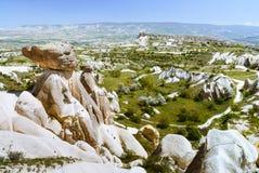 Paysage de Cappadocia avec des montagnes Photographie stock