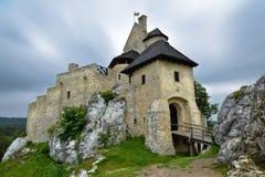 Paysage de château de Bobolice en Pologne Photographie stock