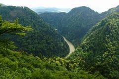 Paysage de chaîne de Pieniny et de rivière de Dunajec en Pologne du sud images stock