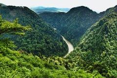 Paysage de chaîne de Pieniny et de rivière de Dunajec en Pologne du sud photo libre de droits