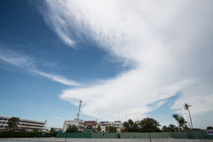 Paysage de ciel bleu avec le nuage photographie stock