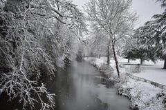 Paysage de conte de fées - rivière Leam - jardins de salle de pompe, station thermale de Leamington, R-U - 10 décembre 2017 Photographie stock libre de droits