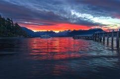 Paysage de coucher du soleil de montagne de lac images libres de droits