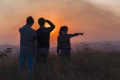 Paysage de coucher du soleil de personnes Photos libres de droits