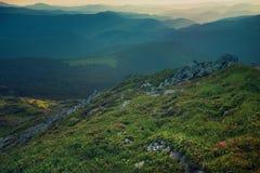 Paysage de coucher du soleil de montagne photos stock