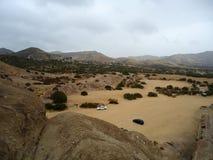Paysage de désert avec des voitures Images stock