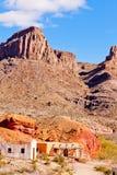 Paysage de désert avec les bâtiments historiques d'adobe Photographie stock libre de droits