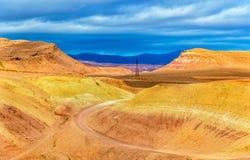 Paysage de désert près de village d'Ait Ben Haddou au Maroc Photos stock