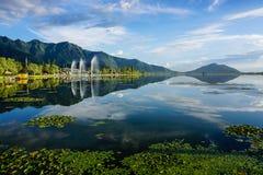 Paysage de Dal Lake à Srinagar, Inde images libres de droits