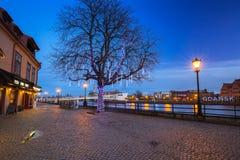 Paysage de Danzig près de rivière de Motlawa la nuit, Pologne Images stock