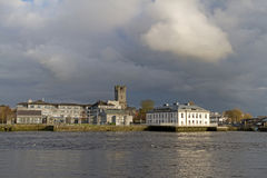 Paysage de fleuve de Shannon de ville de Limerick Photographie stock libre de droits