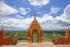 Paysage de forêt de l'entrée de Wat Phra That Doi Phra Chan, l Photos stock