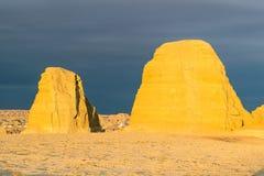 Paysage de forme de relief d'érosion de vent dans le coucher du soleil photographie stock
