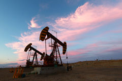 Paysage de gisement de pétrole Photographie stock libre de droits
