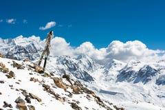 Paysage de haute montagne avec les drapeaux de prière Images libres de droits