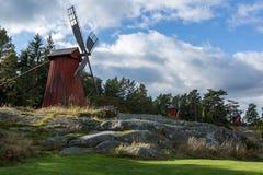 Paysage de jour avec trois moulins à vent Photographie stock