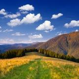 Un beau jour dans les montagnes Photo libre de droits