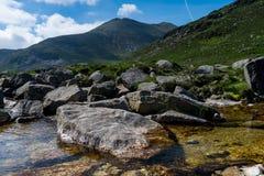 Paysage de l'Irlande du Nord, les montagnes de Morune Photographie stock