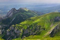 Paysage de la crête de montagne de Tatra Giewont Photographie stock libre de droits