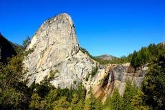 Paysage de la hausse au parc national de Yosemite Photographie stock libre de droits