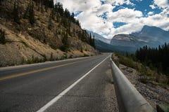 Paysage de la route de route express de champs de glace, entre le jaspe et le Banf photographie stock libre de droits