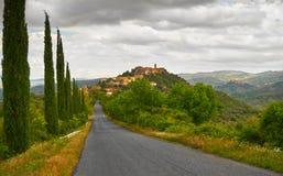Paysage de la Toscane avec des arbres de Cypress Photo stock