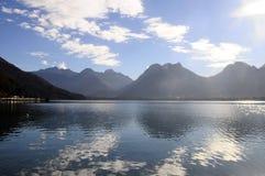 Paysage de lac annecy dans les Frances Photos stock