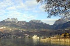 Paysage de lac annecy dans les Frances Photo libre de droits