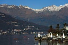 Paysage de lac Como avec des montagnes sur un fond Photos stock