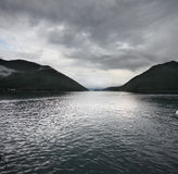 Paysage de lac et de montagnes Photographie stock