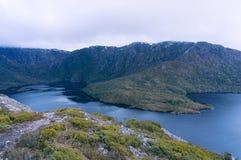 Paysage de lac et de montagnes photos stock
