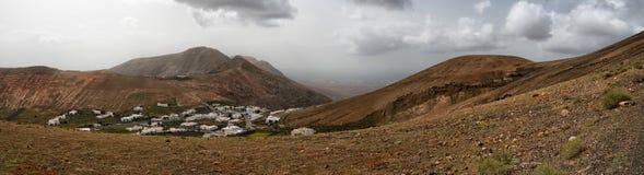 Paysage de Lanzarote de village de Femes de vue panoramique photographie stock libre de droits