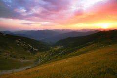 Paysage de lever de soleil de Carpathiens d'été image libre de droits