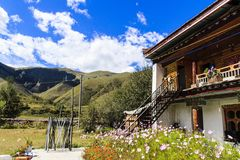 paysage de maison tibétaine Photos stock