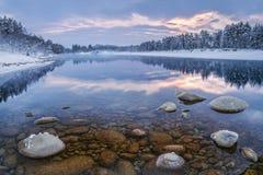 Paysage de matin de la rivière sibérienne Photo libre de droits