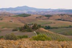 Paysage de matin de septembre dans le voisinage du ` Orcia de San Quirico d l'Italie Photographie stock