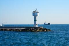 Paysage de mer avec le phare Images stock