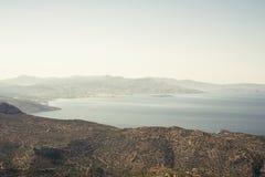 Paysage de mer et de montagnes Images stock