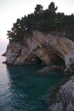 Paysage de mer près de ville Monténégro de Petrovac Photos stock