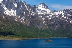 Paysage de montagne avec la mer bleue Images libres de droits