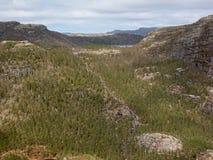 Paysage de montagne avec le lac et le waterall, Rogaland, Norvège images stock