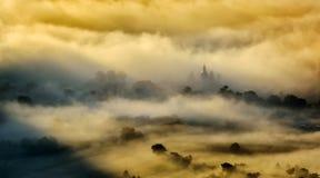 Paysage de montagne avec les nuages épais Images libres de droits