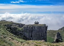 Paysage de montagne avec les nuages, Pyrénées, massif de Canigou, France photos libres de droits
